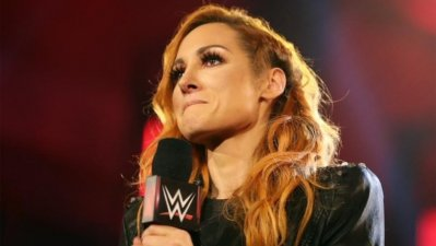 Becky Lynch abandona WWE por estar embarazada
