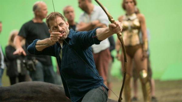 "Zack Snyder: ""Warner Bros. ha sido agresivamente anti-Snyder"""